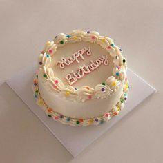 Pretty Birthday Cakes, Pretty Cakes, Happy Birthday, Mini Cakes, Cupcake Cakes, Rodjendanske Torte, Korean Cake, Pastel Cakes, Cute Baking