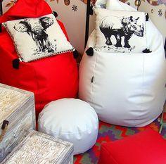 Puffs rojos y blanco