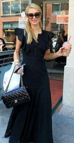 Olha como a Paris Hilton está encantadora neste #totalblack! Chique, prático e lindo! Adorei!✨ #chic #style #black #parishilton