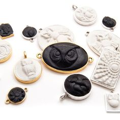 Make These Sculpted Relief Epoxy Clay  Resin Pendants - Learn how to create perfectly registered pendants with this  Tutorial. Enjoy!