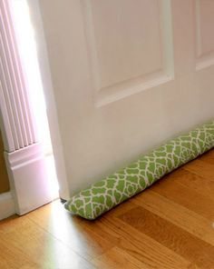 DIY Draft Blocker not only utilizes our creativity but also contributes to the greater good of the household! Door Draught Stopper, Draft Stopper, Diy Door Stopper, Sewing Crafts, Sewing Projects, Fleece Projects, Tapas, Interior Design Tips, Learn To Sew