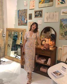 Jeanne Damas in Los Angeles wearing the Rouje Linette dress. Jeanne Damas, French Girl Style, French Girls, French Chic, Style Icons Inspiration, Girl Inspiration, Style Chic Parisien, Style Parisienne, Parisian Chic Style