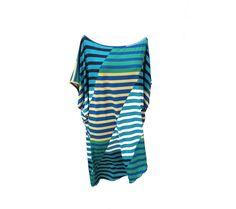 Un vestitino o una maglia lunga realizzata con un tessuto in jersey di viscosa fantasia rigata