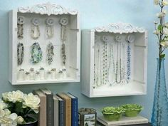 DIY Wine Crate Jewelry Display Box Tutorial and it looks like those are thread spools that are holding the rings. Jewelry Display Box, Jewellery Storage, Display Boxes, Display Ideas, Diy Jewelry, Jewelry Wall, Jewelry Box, Jewelry Holder, Display Case
