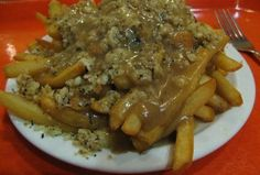 (Hand cut fries topped with bread dressing, hamburger meat and smothered in gravy. A true Newfoundland favourite! Canadian Dishes, Canadian Food, Canadian Recipes, Newfoundland Recipes, Rock Recipes, Good Food, Yummy Food, Potato Dishes, Chicken