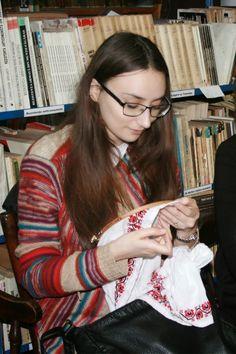 Urban Style Romania: Atelier de incondeiat oua Romania, Street Style, Costumes, Fashion, Embroidery, Moda, Urban Style, Dress Up Clothes, Fashion Styles