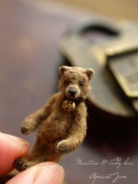 adorable little brown bear Needle Felted Animals, Felt Animals, Needle Felting, Vintage Teddy Bears, Cute Teddy Bears, La Petite Boutique, Tiny Teddies, Love Bear, Bear Doll