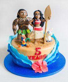 Moana, un personaj atat de indragit de copii, este vedeta acestui tort, fiind sub forma unei figurine 100% comestibile si care aduce culoare acestui model, gata pregatit de o petrecere pe cinste. Tort Moana pentru fetite - Cofetaria Armand.