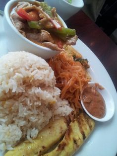 Thai combo: pork curry with saute chicken :)