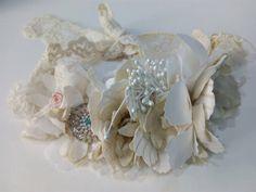 Tocado tiara de novia estilo vintage Sneakers, Wedding, Fashion, Templates, Bridal Headpieces, Vintage Style, Grooms, Tennis, Valentines Day Weddings