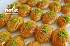 How to Make Patisserie Style Şekerpare Recipe? Yummy Recipes, Diet Recipes, Yummy Food, Frozen Pierogies, Turkish Recipes, Ethnic Recipes, German Bread, Fermented Cabbage, Turkish Sweets