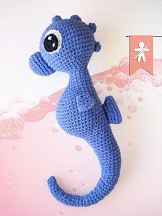 Crocheted by AmgurumisFanClub!!! Pattern: https://www.etsy.com/es/listing/62535461/patron-caballito-de-mar-pdf?ref=shop_home_active_1