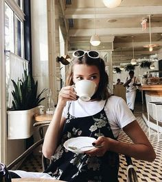 Going on a Sunday brunch with your BFFs? Grab your girly, comfortable clothes and create the perfect brunch outfit with our top 30 brunch outfit ideas! Stil Inspiration, Foto Fashion, Style Fashion, 90s Fashion, Fashion Women, Fashion Fall, Fasion, Fashion Online, High Fashion
