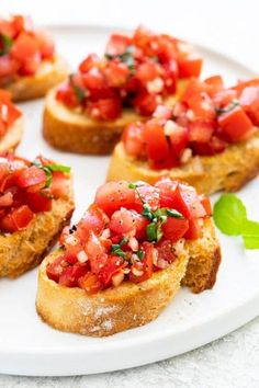 Italian Appetizers Easy, Appetizers For Party, Appetizer Recipes, Meat Appetizers, Party Snacks, Italian Bruschetta Recipe, Tomato Bruschetta, Raw Food Recipes, Italian Recipes