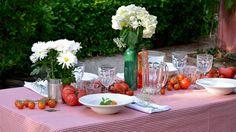 Transforma tu casa en una trattoria con esta decoración para la mesa de una cena italiana al aire libre - Especiales - Canal Cocina