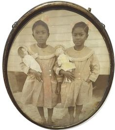 Wow check this gorgeous old fashioned photos. Vintage Children Photos, Vintage Pictures, Old Pictures, Old Photos, Vintage Twins, Old Fashioned Photos, Vintage Black Glamour, Black History Facts, African American History