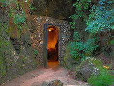 How many caves have you visited around Alabama? - http://alabamapioneers.com/one-might-call-casual-spelunker/