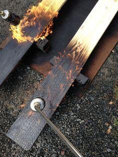 La technique du bois brûlé ou Shou Sugi Ban mise Ok en oeuvre par l'architecte Clément Baclear