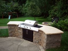 Backyard bbq grill by outdoor bbq grill island kitchen barbecue plans. Outdoor Kitchen Plans, Outdoor Kitchen Countertops, Outdoor Kitchen Design, Outdoor Cooking, Outdoor Kitchens, Patio Grill, Backyard Patio, Grill Area, Brick Grill