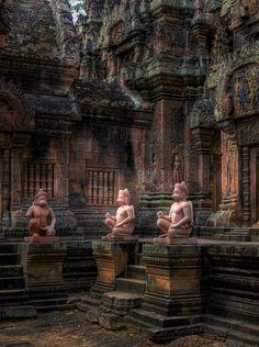L'importante   è non smettere  di fare domande.    Albert Einstein  ----Banteay Srei Temple   Cambodia