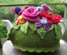 What a lovely pot to have a cuppa from! Knit Spring Explosion Tea Cozy! | Crochet with Raymond, blog with tutorial and photos. Free pattern.