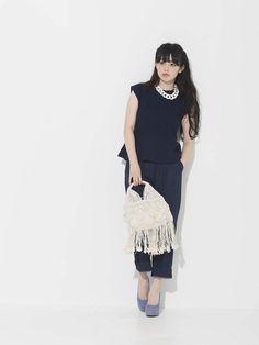 CHARLOTのニット・セーター「ノースリーブペプラムニット、パンツ」を使った青柳 文子のコーディネートです。WEARはモデル・俳優・ショップスタッフなどの着こなしをチェックできるファッションコーディネートサイトです。