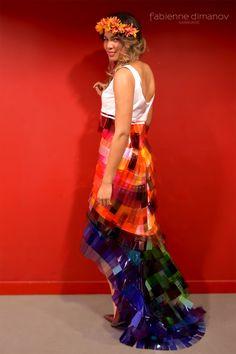 Lumière – L'amour est éternel – la robe de mariée différente en matériaux upcyclés #plasticisforever #lovetheplanet #upcycling #upcyclingfashion #bridaldress Upcycling Fashion, Tie Dye Skirt, Paris, Collection, Skirts, Weddings, Love, Fashion Ideas, Dress