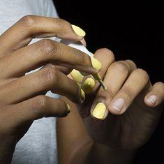 Moltissime idee per delle unghie color pastello con accent nails. I trend delle prossime stagioni da sfoggiare sulle vostre mani. Matte Nail Colors, Nail Color Trends, Fall Nail Colors, Nail Polish Colors, Nail Polishes, Manicures, Quick Dry Nail Polish, Dry Nails Quick, Wine Nails