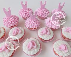 Balé: cupcake de bailarina Ballet Birthday Cakes, Ballerina Birthday Parties, Ballerina Party, Themed Cupcakes, Cute Cupcakes, Diva Cupcakes, Cupcake Bailarina, Ballerina Cupcakes, Cap Cake