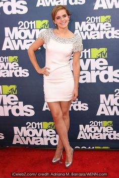 2011 MTV Movie Awards at the Gibson Amphitheatre - Arrivals Emma Watson photo