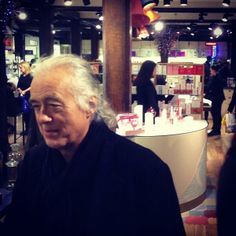 This morning Jimmy Page went shopping for scented candles in London. (Source: http://instagram.com/p/iL2hQ4jmai)