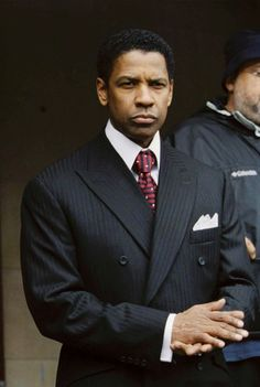One ofmy favorite actor Denzel Washington such abad ass! Denzel Washington, Men's Suits, Sharp Dressed Man, Well Dressed Men Over 50, Grown Man, Raining Men, Gentleman Style, True Gentleman, Suit And Tie