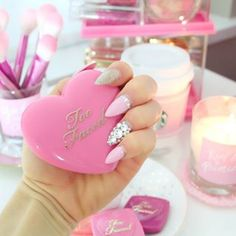 Omg this reminds me of a polly pocket! Love My Makeup, Cute Makeup, Beauty Makeup, Crazy Nail Art, Crazy Nails, How To Look Pretty, Pretty In Pink, Beauty Brushes, Barbie Princess