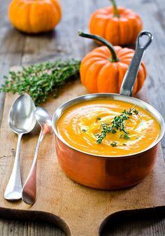 Wintergemüse wie Hokkaido-Kürbis für leckere Suppe verwerten