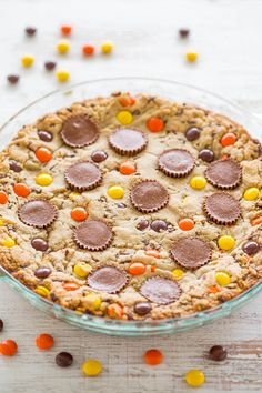 Cargado galleta de mantequilla de maní Pie - La mantequilla de cacahuete se utiliza 3 maneras: En la masa, con tazas de mantequilla de maní, y pedazos de Reese !!  FÁCIL, sin mezclador, centro de super suave con bordes masticables, y tiene un sabor increíble !!