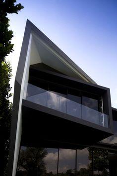 Diamond House by Formwerkz Architects House plans modern plan modern house home & Design Architecture Résidentielle, Contemporary Architecture, Amazing Architecture, Contemporary Design, Architects Journal, Design Exterior, Villa, Dream House Exterior, Building Design