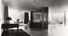 An early open plan, Tugendhat house, Brno, 1930 by Mies van der Rohe Elsie De Wolfe, Ludwig Mies Van Der Rohe, Memphis Furniture, Built In Furniture, Vitra Design Museum, Contemporary Interior, Modern Interior Design, Villa Tugendhat, Decoracion Vintage Chic