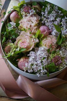 box flower: peony,eustoma and lilac