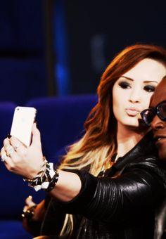 Demi Lovato selfie time!;)