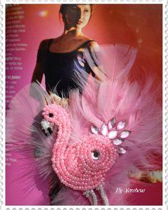 Брошь РОЗОВЫЙ ФЛАМИНГО. Натуральная кожа, бисер и перышки.  #брошь #подарокмаме #подароксестре #омск #краснодар #бижутерияизкожи #фламинго