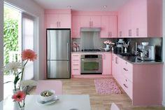 A tendência de decoração para a próxima temporada é a cozinha monocromática, por isso, hoje no blog vamos falar mais sobre essa nova tendência, dar algumas dicas e inspirações. Confira!