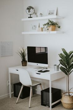 If you're looking for home office design ideas, here's some thoughts to help get your creative juices flowing. Seeking for inspirations to decorate your workspace? Discover these small home office ideas on minimalist design Home Office Space, Home Office Design, Home Office Decor, Home Decor, Office Ideas, Office Spaces, Home Office Colors, Apartment Office, Small Space Office