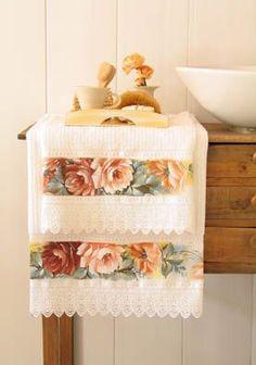 10 novos Pins para a pasta bordados Home Crafts, Diy Home Decor, Diy And Crafts, Hand Towels, Tea Towels, Fancy Hands, Towel Embroidery, Decorative Towels, Paper Flower Backdrop