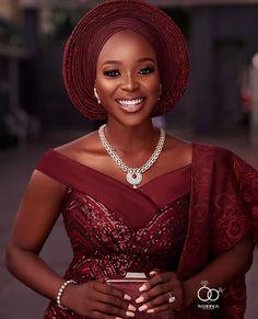Ideal&Eazy % African Fashion Ideal&Eazy Trendy Aso-Ebi Styles For You Nigerian Wedding Dress, African Wedding Attire, African Attire, Nigerian Bride, African Lace Styles, African Lace Dresses, Latest African Fashion Dresses, Ankara Fashion, Nigerian Traditional Wedding