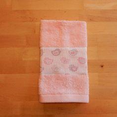 """Asciugamanino in spugna rosa con bordo fantasia """"uccellini"""" rosa"""