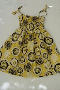Make this Sundress - no pattern. I think I could (older post, Aug. Sewing Patterns For Kids, Dress Sewing Patterns, Sewing For Kids, Sundress Tutorial, Sundress Pattern, Couture Bb, Sewing Kids Clothes, Shirred Dress, Diy Dress