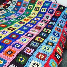 Vintage retro granny squares blanket, columns of color. #vintagecrochet #vintagegrannysquaresblanket #grannysquaresblanket…