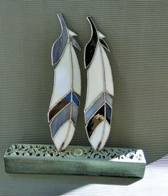 ➳ This set of two opaque black and white feathers is good for decorating the window, terrace, veranda or even the wall. It is hand-cut, copper foiled stained glass made by Tiffany method. Size: ► Lengh: 28.5 cm /11.3 ► Width: 6 cm / 2.5 ► Weight: 98 g. ► Number of pieces: 11 glass: opaque ► Stiches are without patina, looks like silvered, covered with aftersoldering composition ► On waxed cord 50 cm ✴️ Recommendations for care: - Keep away from shocks - Carefully wash the product with a ...