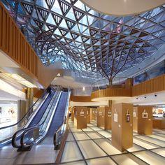Image 3 of 24 from gallery of K11 Art Mall Shanghai / Kokaistudios. Photograph by Charlie Xia