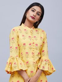 The Loom- An online Shop for Exclusive Handcrafted products comprising of Apparel, Sarees, Jewelry, Footwears & Home decor. Kurti Sleeves Design, Sleeves Designs For Dresses, Kurta Neck Design, Dress Neck Designs, Sleeve Designs, Blouse Designs, Kurta Patterns, Henna Patterns, Dress Patterns